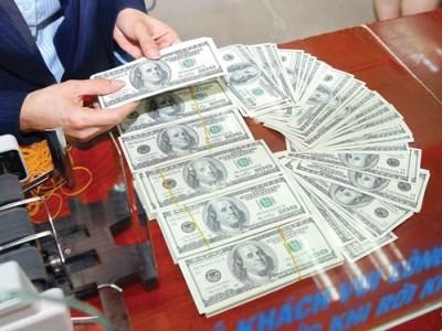 Vì sao giá USD tăng kịch trần?