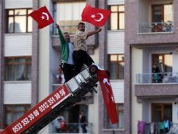 Hàng chục nghìn người Thổ Nhĩ Kỳ biểu tình đòi thủ tướng từ chức