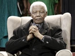 Cựu tổng thống Nam Phi Nelson Mandela nhập viện trong tình trạng nguy kịch