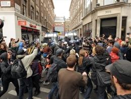 Cảnh sát Anh đụng độ người biểu tình trước thềm hội nghị G8