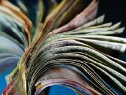 Các đồng tiền châu Á tiếp tục bị bán tháo