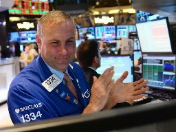 S&P 500 lên cao nhất kể từ đầu tháng 6