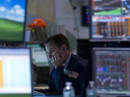 S&P 500 giảm mạnh nhất gần 2 năm