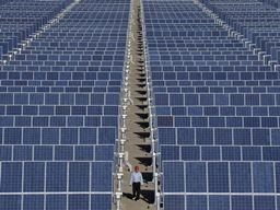 Trung Quốc chuyển sản xuất pin mặt trời ra nước ngoài tránh thuế của EU