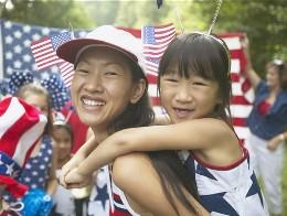 Người châu Á nhập cư ở Mỹ ngày càng giàu hơn người bản địa