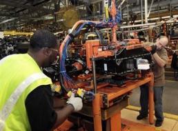 Sản xuất của Mỹ tăng chậm nhất 8 tháng