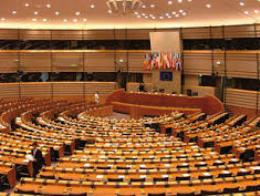 Nghị viện châu Âu ngừng cho phép Mỹ truy cập dữ liệu