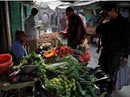 Giá thực phẩm Ấn Độ tăng vọt do mưa lũ kinh hoàng