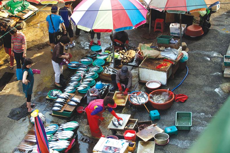 Thăm chợ cá lớn nhất xứ Hàn