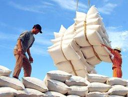 Giá gạo xuất khẩu Thái Lan giảm, gạo Việt Nam tăng