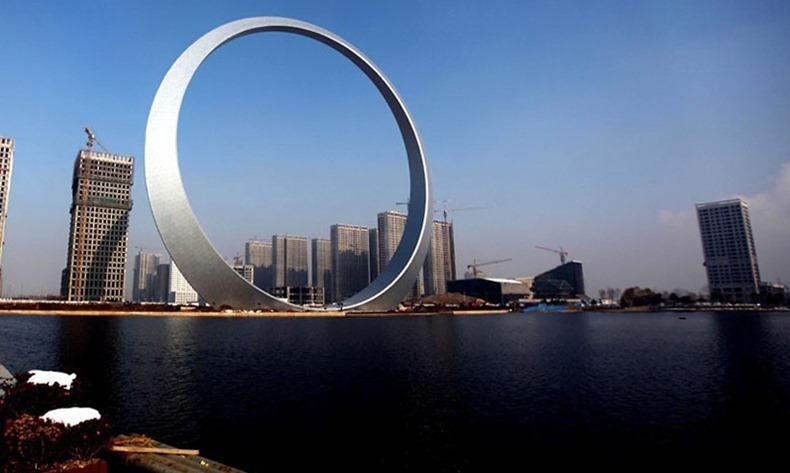 Chiếc vòng thép khổng lồ gây tranh cãi ở Trung Quốc