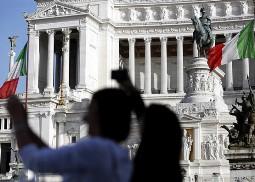 Italia bị hạ xếp hạng tín nhiệm