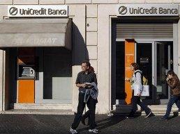 2 ngân hàng lớn nhất Italia bị hạ xếp hạng tín nhiệm