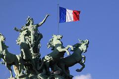 Pháp mất xếp hạng tín nhiệm AAA do nợ công cao