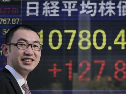 Chứng khoán châu Á tiếp tục tăng sau chiến thắng của ông Abe