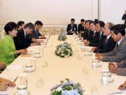 Chủ tịch Quốc hội gặp Tổng thống Hàn Quốc