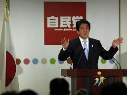 Nhật Bản nâng triển vọng kinh tế tháng thứ 3 liên tiếp