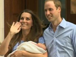 Em bé Hoàng gia Anh lần đầu xuất hiện trước công chúng