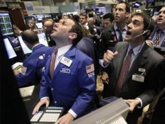 S&P 500 giảm sau số liệu nhà đất Mỹ