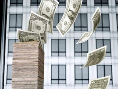 Người dân và doanh nghiệp đang đẩy mạnh bán ra ngoại tệ