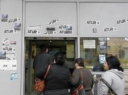 Số người thất nghiệp eurozone giảm lần đầu tiên trong 2 năm