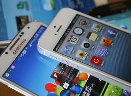 Apple, Samsung cùng mất dần thị phần smartphone