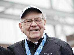 Tập đoàn của Warren Buffett tăng 46% lợi nhuận quý II nhờ phái sinh, đường sắt