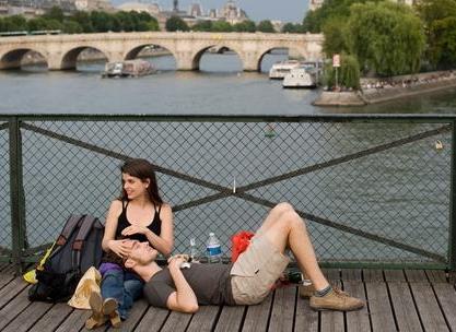 Những ngày Chủ nhật tháng 8 ở Paris
