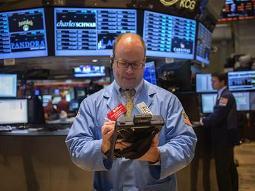 Chứng khoán Mỹ mất đà tăng kỷ lục sau bình luận của quan chức Fed