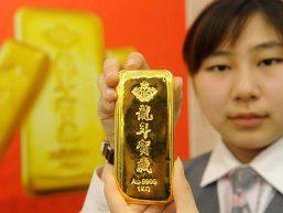 Nhà đầu tư nhỏ lẻ Trung Quốc mắc kẹt bởi vàng