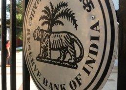 Ngân hàng trung ương Ấn Độ tung biện pháp mới cứu đồng rupee
