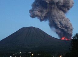 Núi lửa Indonesia phun trào, 5 người thiệt mạng