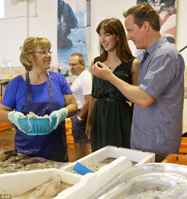 Mặc đẹp đi chợ cá như vợ chồng Thủ tướng Anh