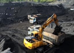 Giá than thế giới tiếp tục giảm