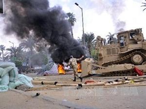 Ai Cập điều xe thiết giáp tới Quảng trường Ramses