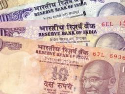 Rupee Ấn Độ trượt giá kỷ lục vì lo vốn ngoại rút chạy
