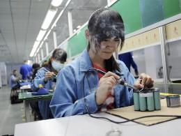 Sản xuất Trung Quốc bất ngờ tăng trưởng trở lại