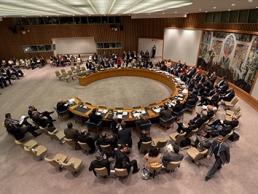 Các cường quốc họp kín, dân Syria hoảng loạn trước thời khắc bị tấn công