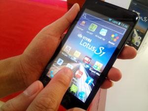 Cận cảnh smartphone sản xuất đầu tiên tại Việt Nam