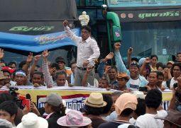 Cao su mất giá, hàng chục nghìn người biểu tình gây rúng động Thái Lan