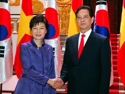 Thủ tướng Nguyễn Tấn Dũng hội kiến Tổng thống Hàn Quốc Park Geun-Hye