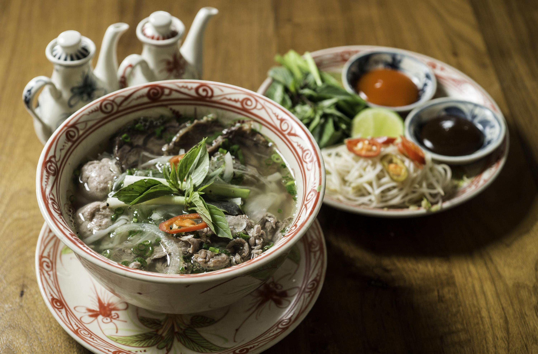 Đầu bếp Hyatt Regency Đà Nẵng Resort & Spa mang chuông đánh xứ người