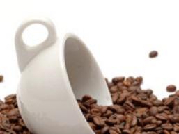 Các doanh nghiệp đẩy mạnh mua cà phê giá thấp tạm trữ