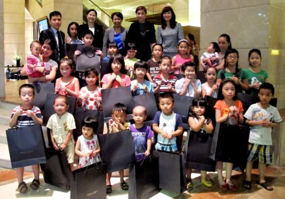 Sofitel Plaza Hà Nội tặng 30 suất quà Tết Trung thu đến trẻ em có hoàn cảnh khó khăn đặc biệt