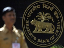 Thị trường tài chính Ấn Độ chao đảo sau quyết định nâng lãi suất