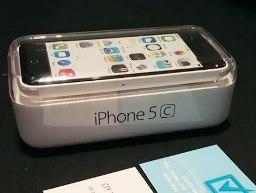 iPhone 5C đầu tiên về Việt Nam, giá 18 triệu đồng