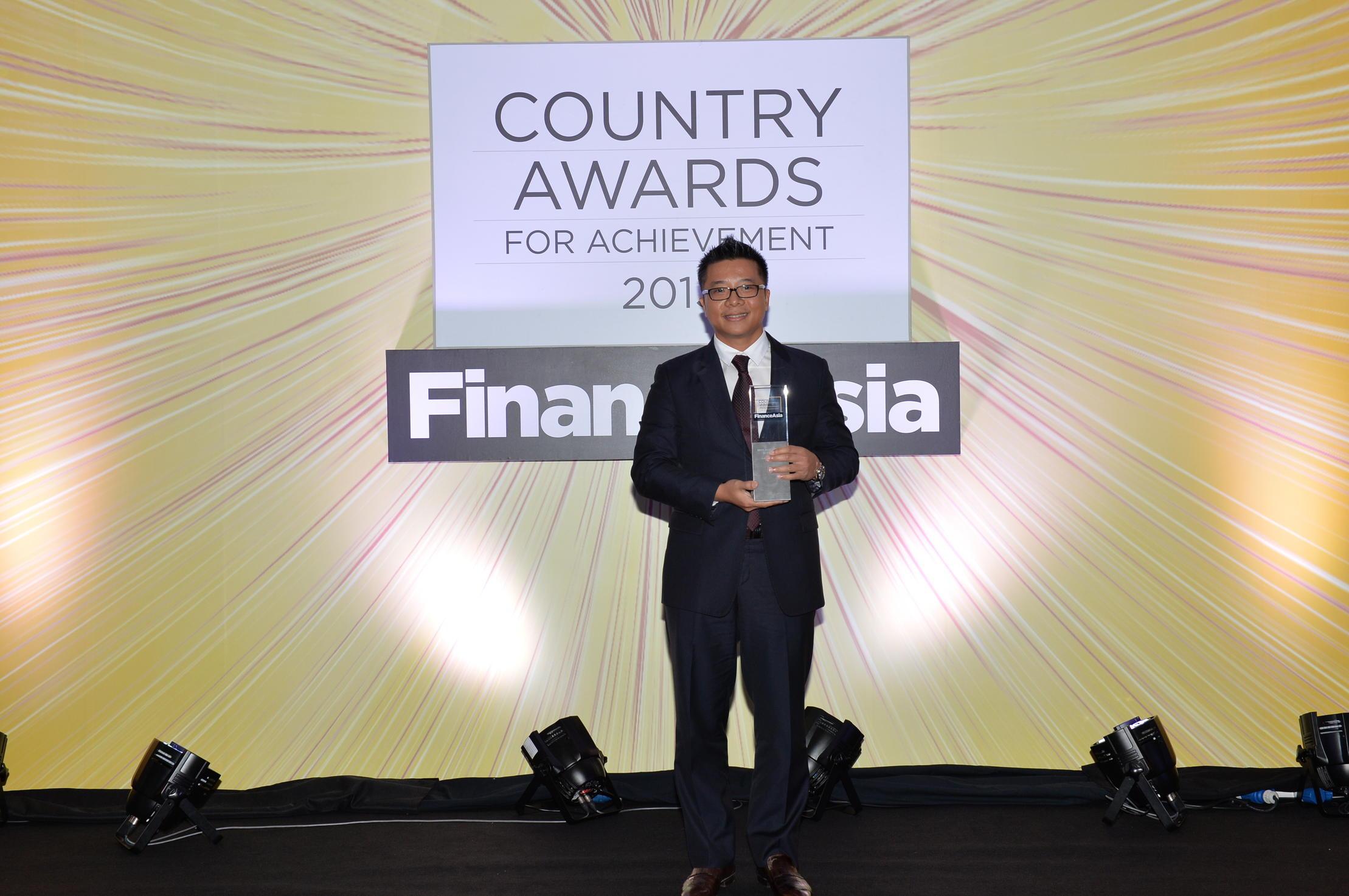 """VPBS nhận giải thưởng""""Nhà tư vấn phát hành trái phiếu tốt nhất"""" và mở rộng Trung tâm phân tích tại Hà Nội và TP.HCM"""