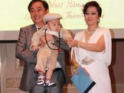 Cha tỷ phú 1 tuổi lý giải việc chuyển thừa kế cho con trai