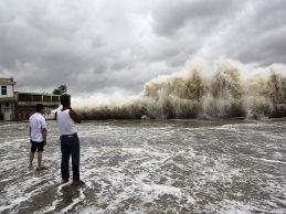 Cận cảnh siêu bão Usagi đổ bộ vàoTrung Quốc, 25 người thiệt mạng