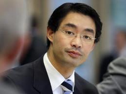 Phó thủ tướng Đức gốc Việt từ chức chủ tịch đảng trong liên minh cầm quyền